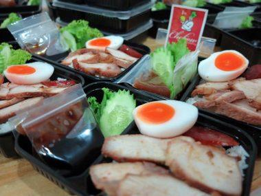 อาหารกล่อง-ข้าวหมูแดงหมูกรอบ