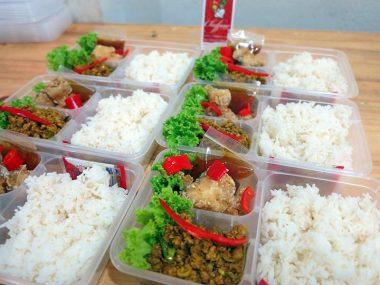 อาหารกล่อง-ปลาเก๋าราดพริก-คั่วกลิ้งหมู