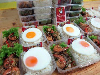 อาหารกล่อง-ผัดเรือโป๊ะทะเล-ไข่ดาว