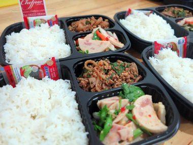 อาหารกล่อง-ยำไก่ยอ-ลาบหมู